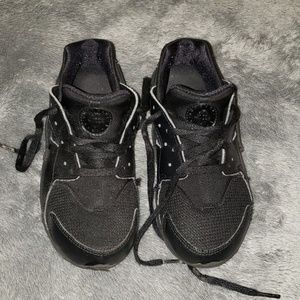Boys Nike Huaraches size 1Y
